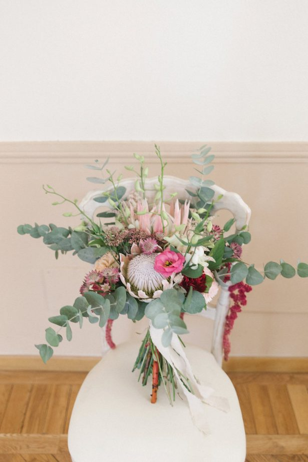 Wild Wedding bouquet Protea - Photography: Irene Fucc