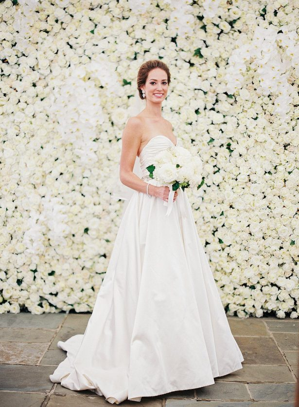 Bride and Floral Wall - All white Wedding Ideas - Bonnie Sen Photography