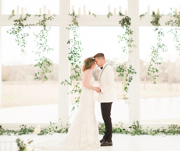 All white wedding ideas for a fabulous winter wedding junglespirit Choice Image