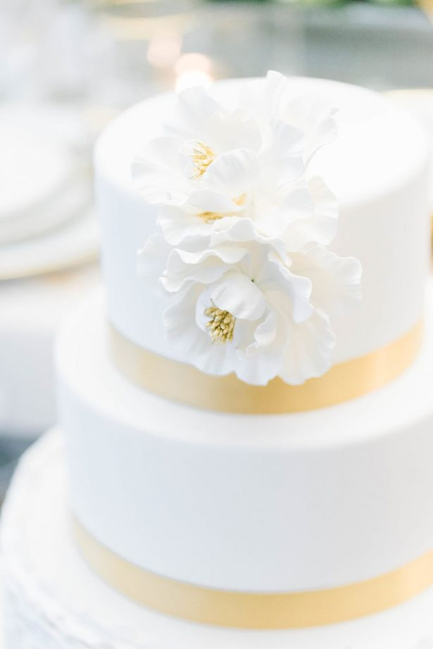 Glamorous White and Gold Wedding Cake – Lula King Photography