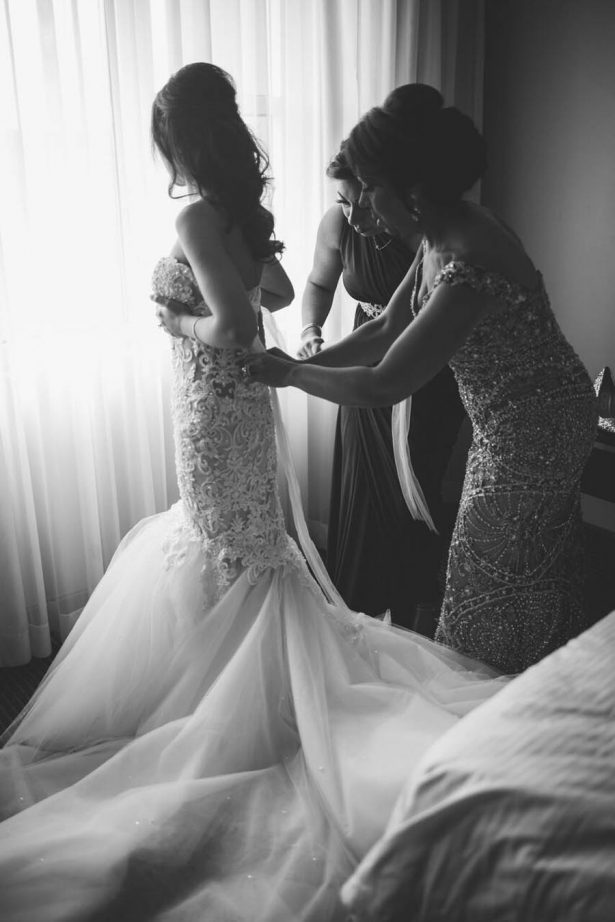 Getting ready wedding pictures - Julian Ribinik Photography