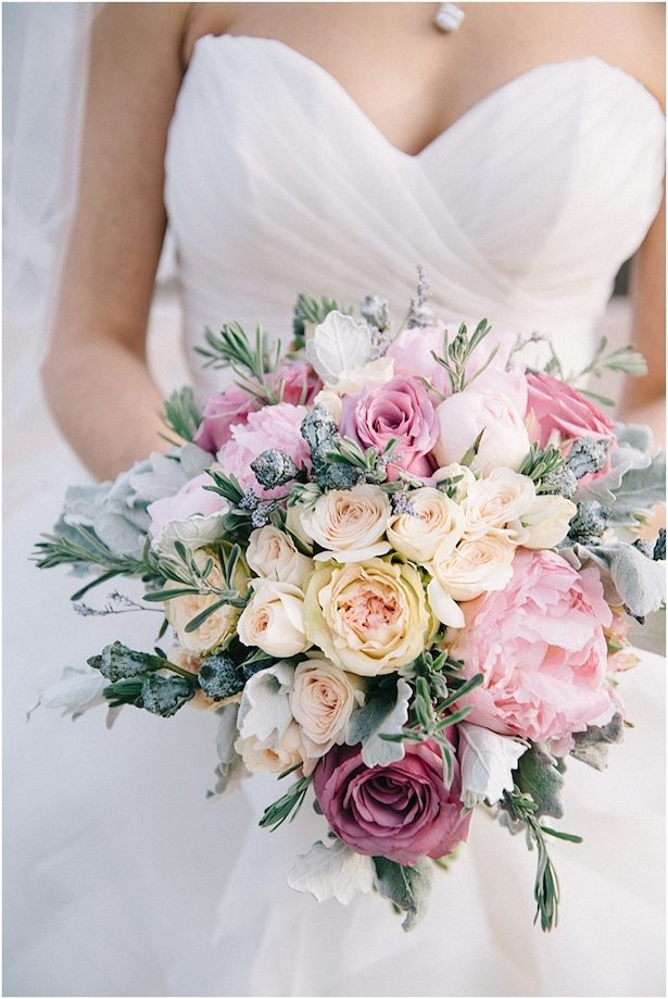 Stunning Winter Wedding Bouquet - Photography: Nicole Colwell Photography