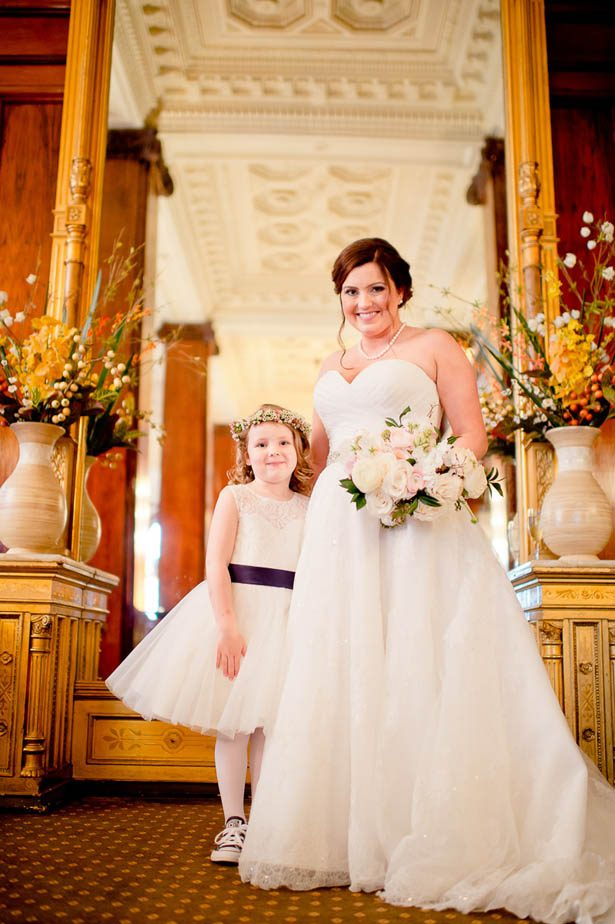 Bride and flower girl photo - Photography: Mosca Studio