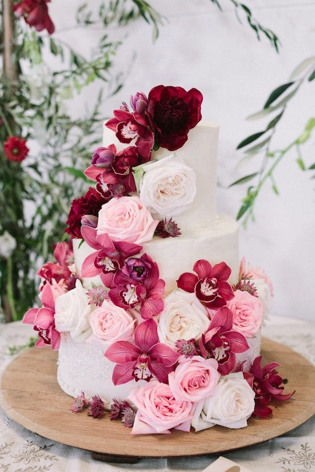 Burgundy Wedding Cake - Photography: Tasha Seccombe