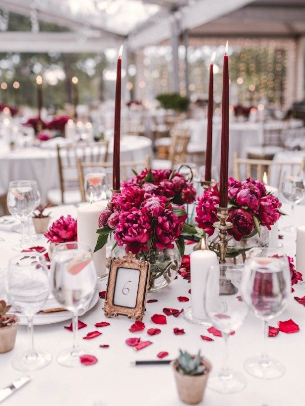Burgundy Wedding Centerpiece - Photography: Linas Dambrauskas
