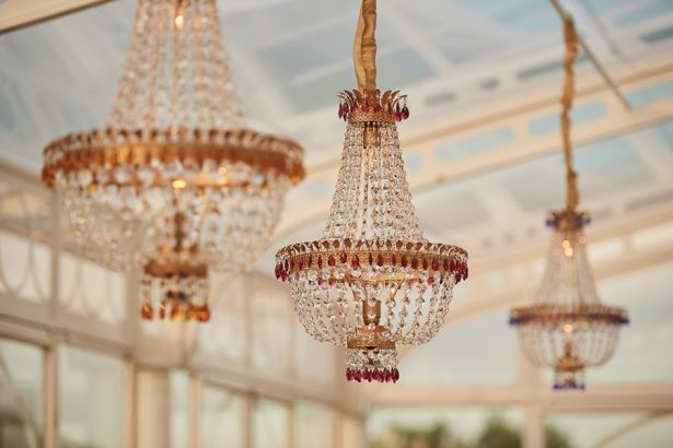 Clear tent luxury wedding chandeliers - Photography: Studio Bonon