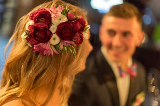 Natural flowers bridal headpiece - Emily Leis Photography