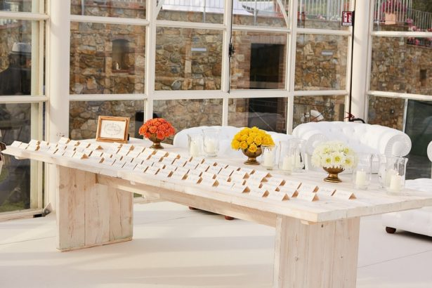 Wedding escort card table - Photography: Studio Bonon