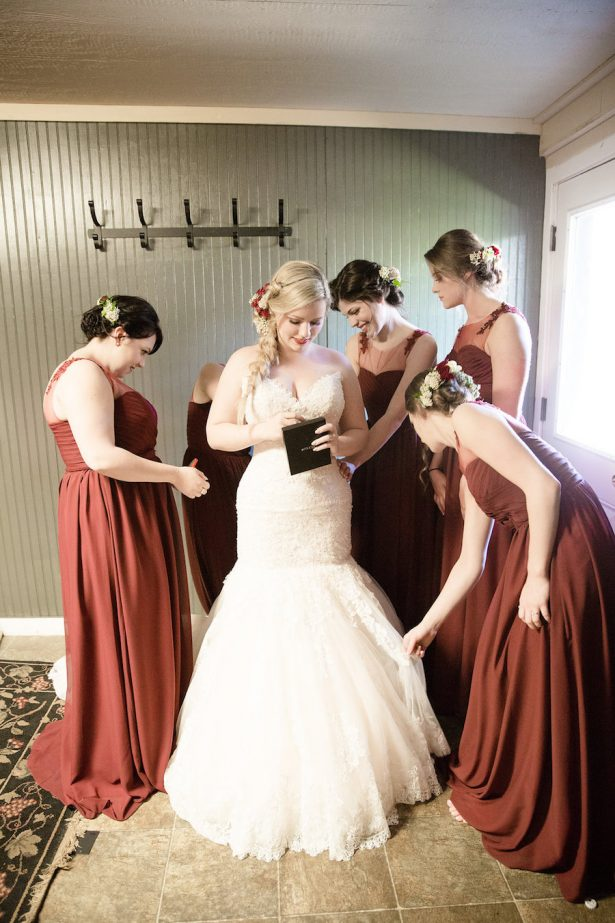 Bride getting ready - Eva Rieb Photography
