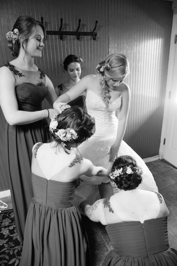 Bride getting ready for the wedding - Eva Rieb Photography