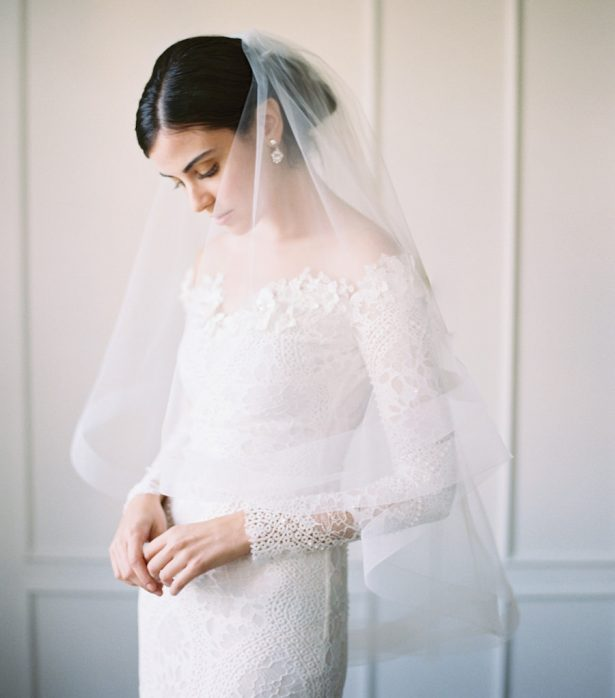 Why Do Brides Wear Garters On Their Wedding Day: This Is Why You Should Wear A Veil On Your Wedding Day