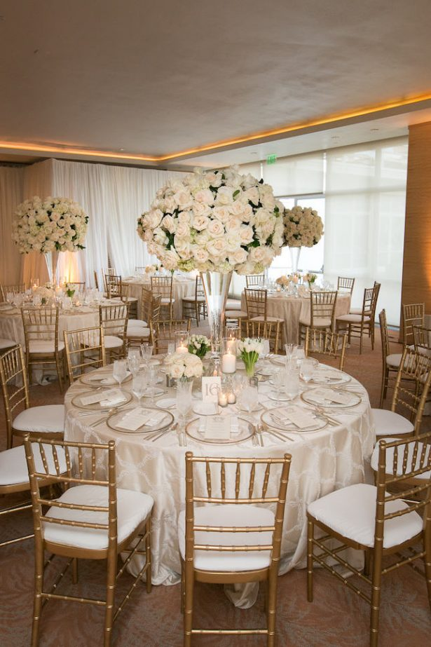 Luxury white and gold wedding decor - Photography: Callaway Gable