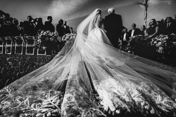 Walking down the aisle - Photography: Callaway Gable