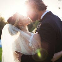 Wedding kiss - Photography: Callaway Gable