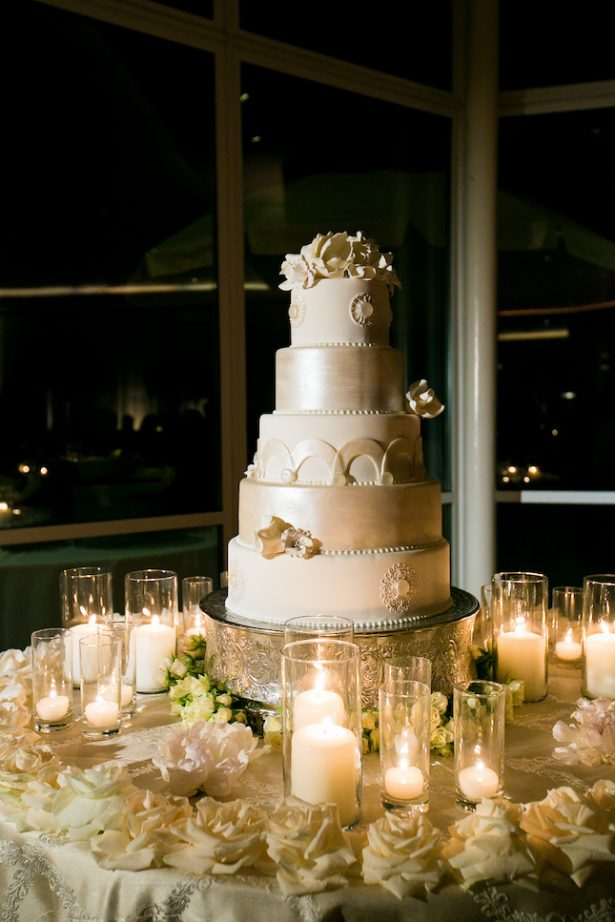 White classic wedding cake- Photography: Callaway Gable