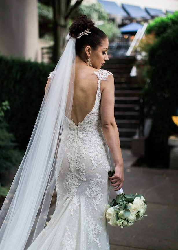 Sophisticated bride - Alexandra Knight Photography