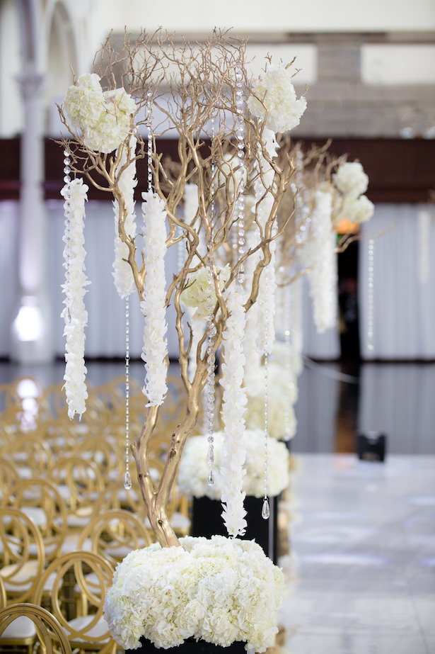 Black White and Gold Glamorous Wedding Ceremony Decorations - Photo: Hollywood Pro Weddings
