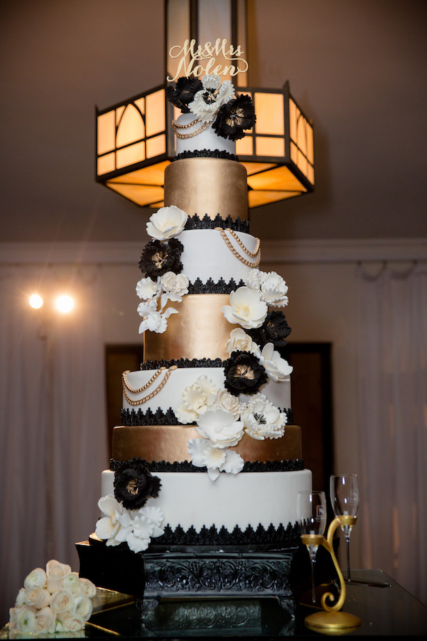 Black white and gold wedding cake - Photo: Hollywood Pro Weddings