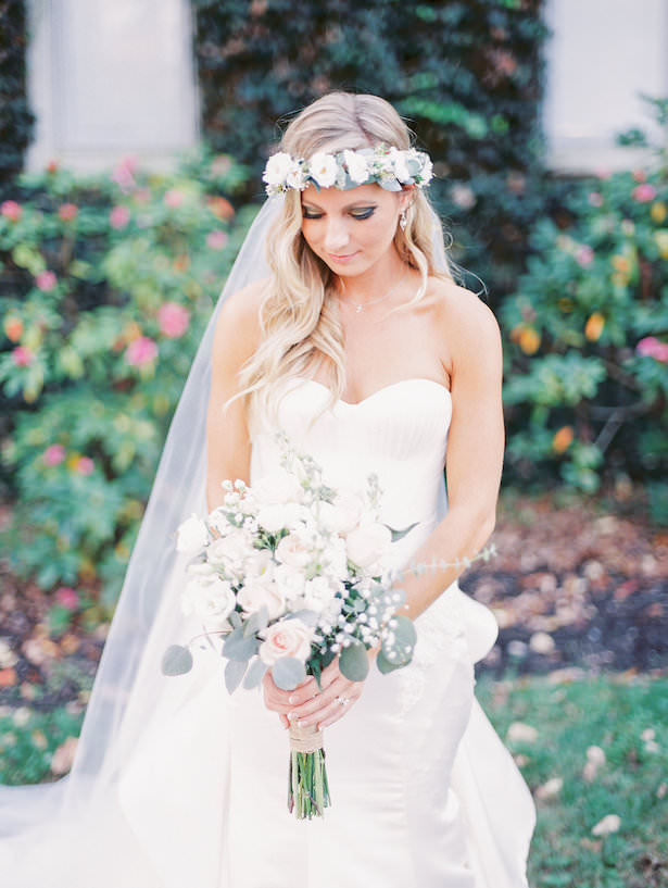Boho bride with floral crown - Juicebeats Photography