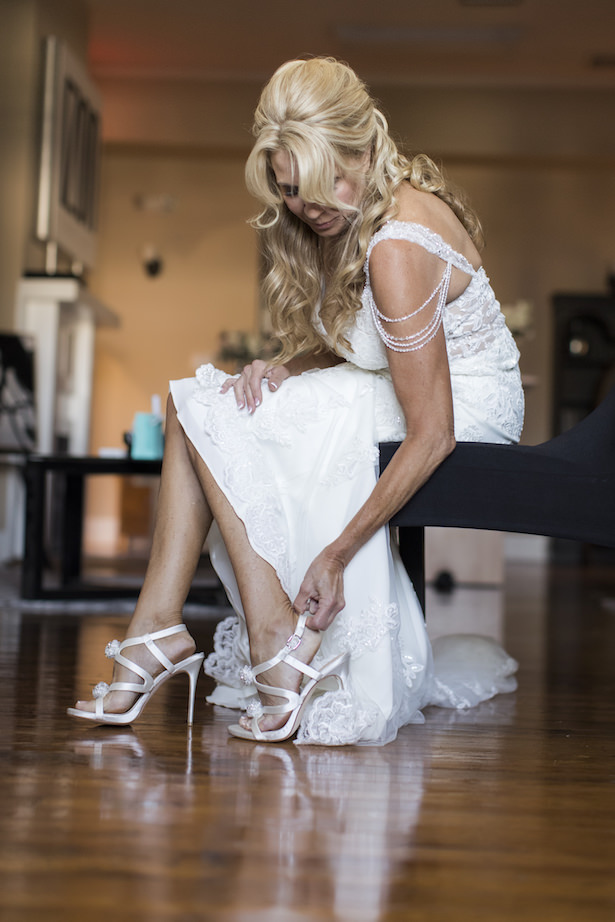 Bride getting ready for her wedding - Aislinn Kate Photography