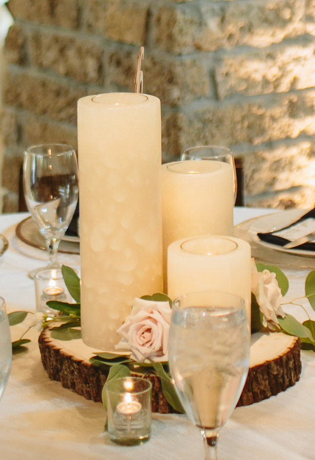 Candle rustic wedding centerpiece - Photo: Elizabeth Bristol
