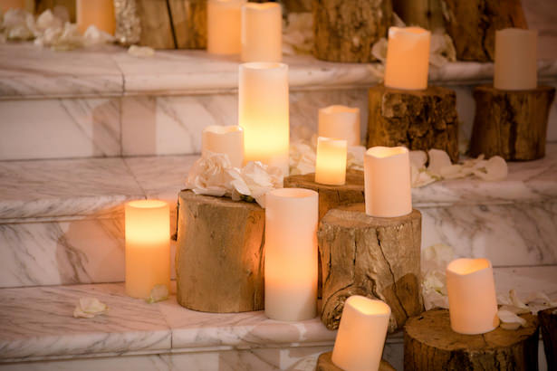 Candle wedding decorations - Photo: Hollywood Pro Weddings