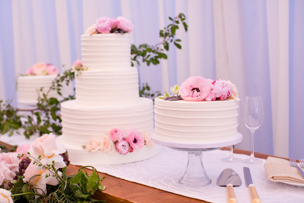 Elegant Wedding Cake Table With Flowers - Acqua Photo Photography