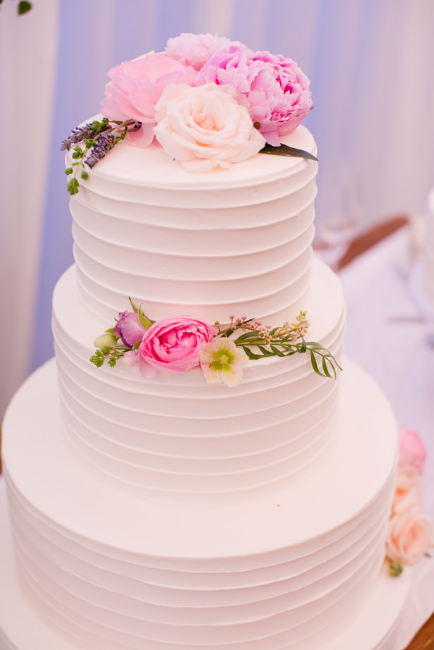 Elegant Wedding Cake With Flowers - Acqua Photo Photography