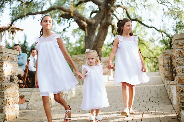 Flower girl dresses - Photo: Elizabeth Bristol