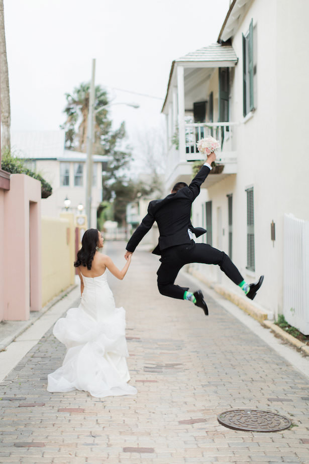 Fun wedding photo idea - Brooke Images