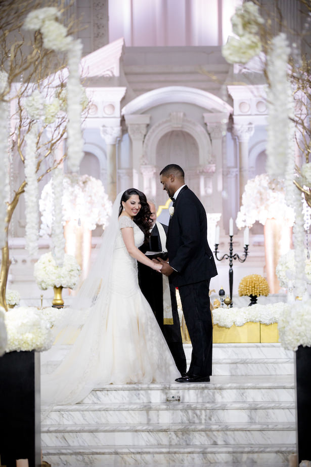 Glamorous wedding ceremony - Photo: Hollywood Pro Weddings