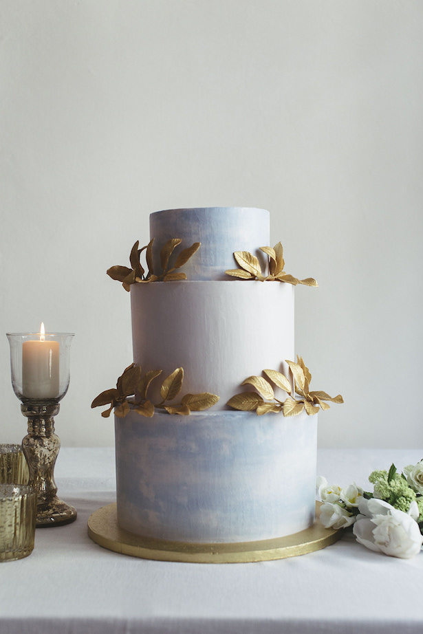 Greek meets Modern Wedding Cake - Photography: Miriam Callegari
