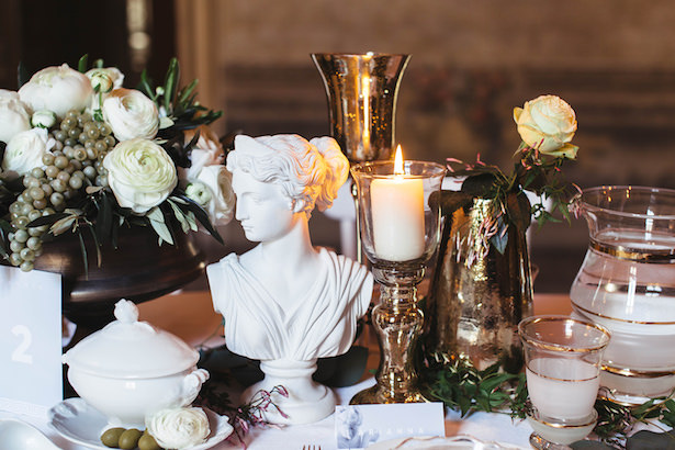 Greek meets Modern Wedding table decorations- Photography: Miriam Callegari