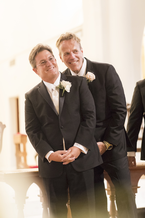 Groom and groomsmen in black tux - Aislinn Kate Photography