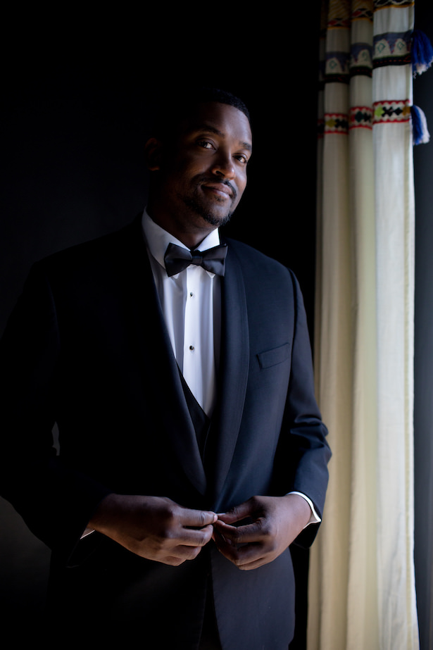 Groom attire - black tuxedo - Photo: Hollywood Pro Weddings