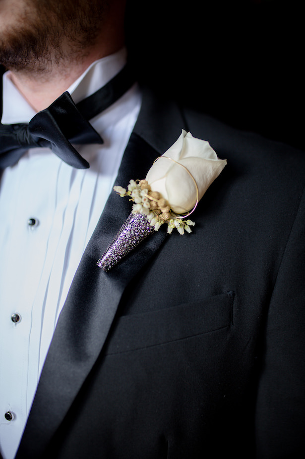 Groom boutonniere wedding - Photo: Hollywood Pro Weddings