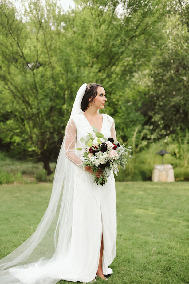 Long sleeve wedding dress - Photo: Elizabeth Bristol