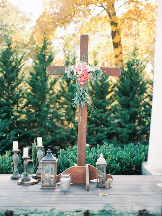 Outdoor Wedding Ceremony Decorations - Juicebeats Photography
