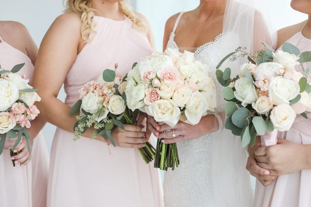 Pink and white wedding bouquets - Lifelong Photography Studio