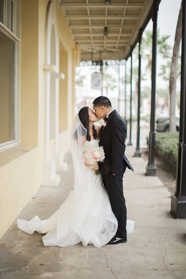 Romantic wedding photo kiss - Brooke Images