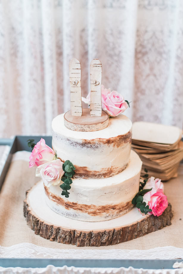 Rustic Wedding Cake with Flowers - Juicebeats Photography
