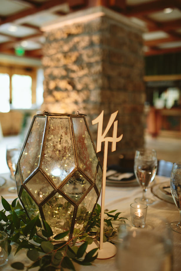 Simple wedding centerpiece - Photo: Elizabeth Bristol