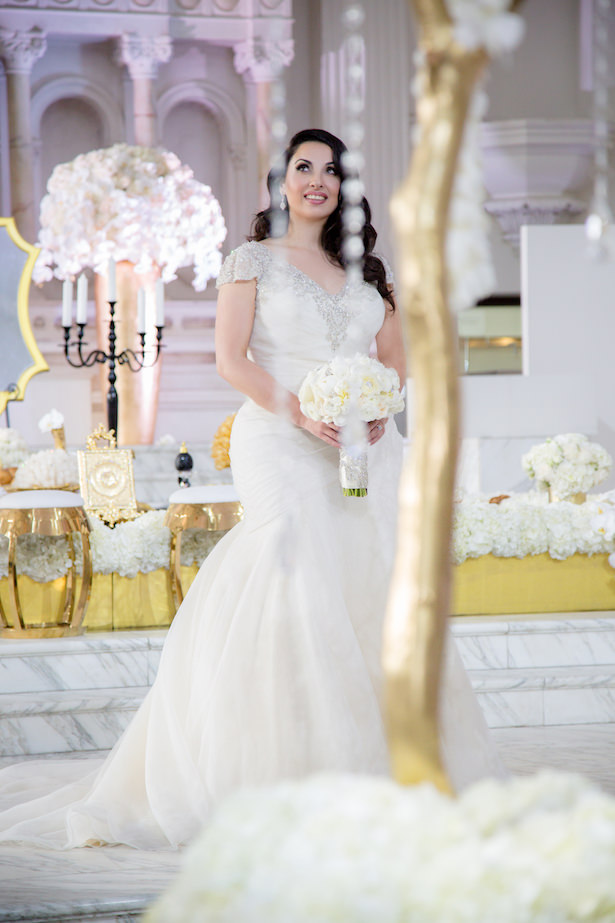 Sophisticated Bride - Photo: Hollywood Pro Weddings