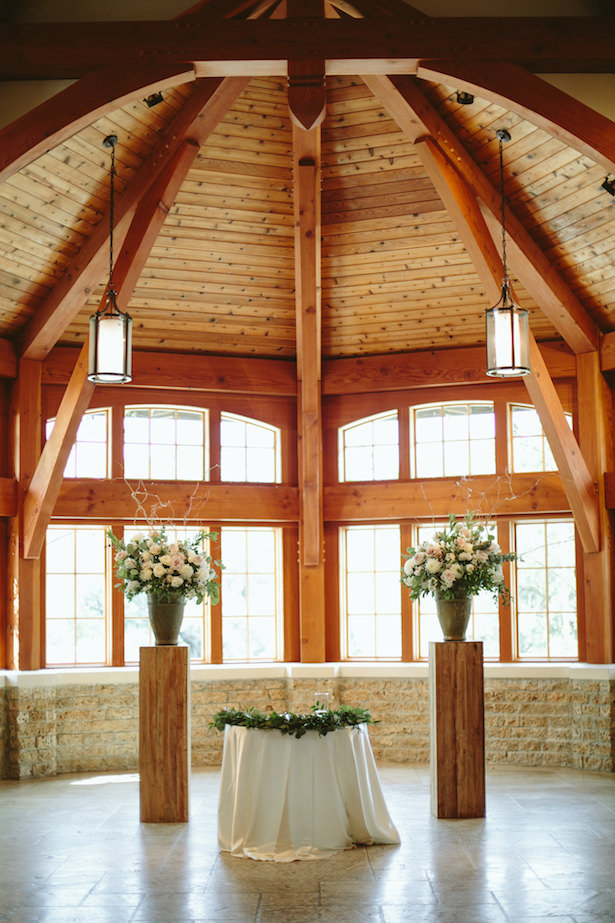 Wedding reception decor - Photo: Elizabeth Bristol