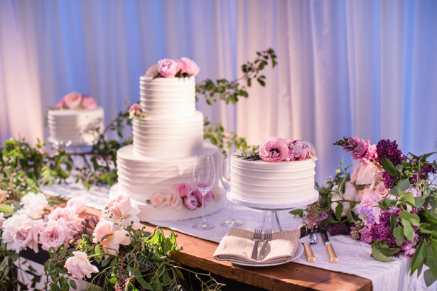 Wedding Cake Table With Greenery - Acqua Photo Photography