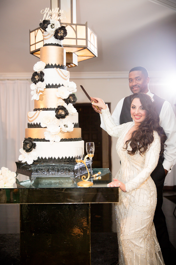 Wedding Cake cutting - Photo: Hollywood Pro Weddings