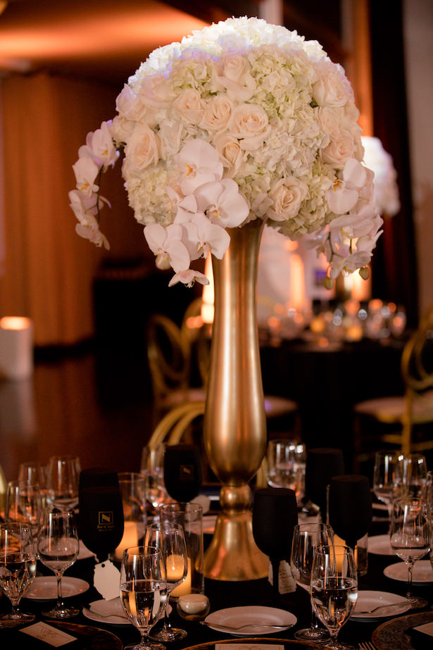 White and Gold Glamorous Tall Wedding Centerpiece - Photo: Hollywood Pro Weddings