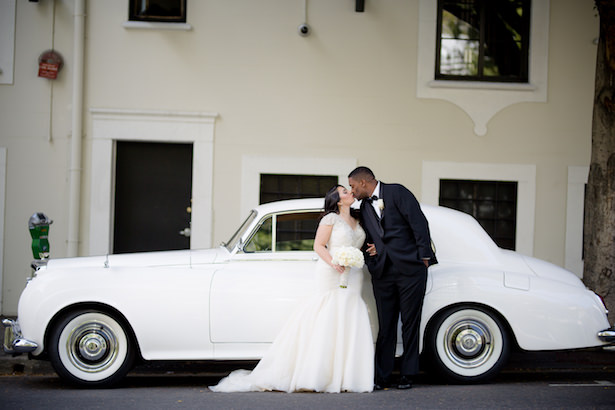White vintage wedding car - Photo: Hollywood Pro Weddings