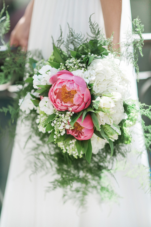 Modern Greenery wedding bouquet - Nora Photography