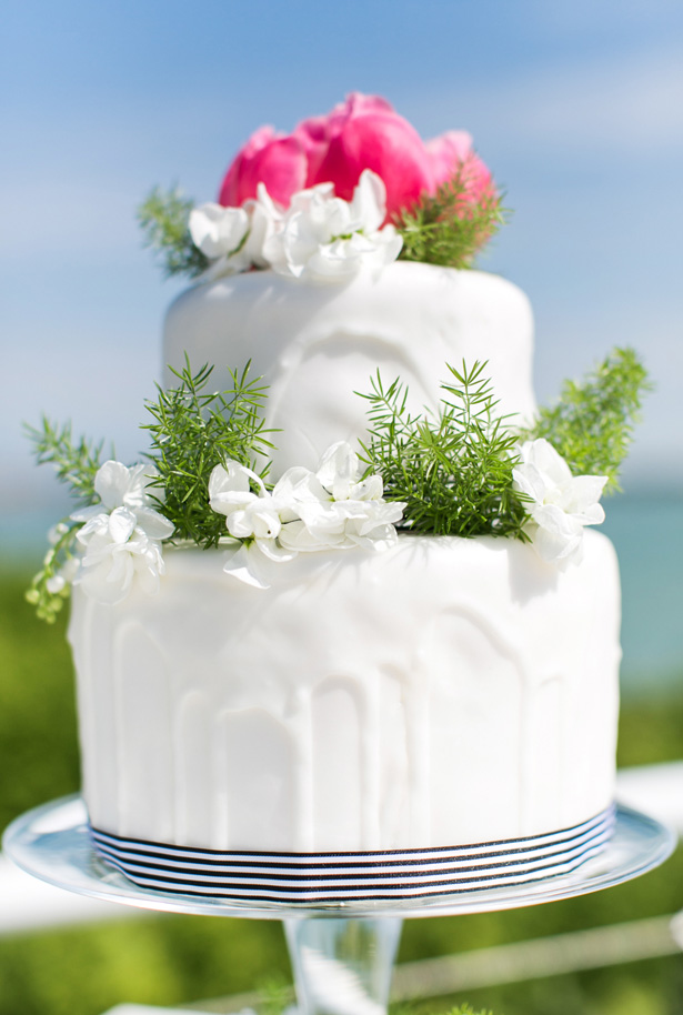 Modern Wedding Cake - Nora Photography